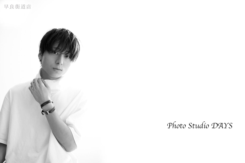 白黒でシックな宣材写真