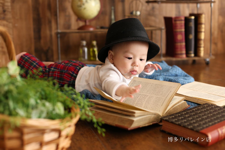 お帽子と本でマニッシュなハーフバースデー